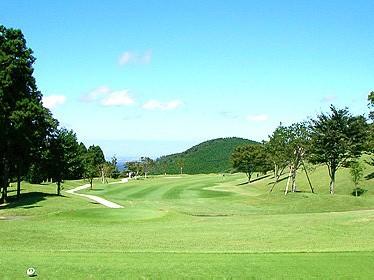 ⛳8/1(日)に(千葉・君津IC)鹿野山ゴルフ倶楽部にて開催される【千葉/関東地区予選会】 第9回全日本ヒルズ国際ジュニア選手権 兼 2021全豪ヒルズ国際ジュニアオープン日本代表選抜の受付を開始しました。   イメージ2
